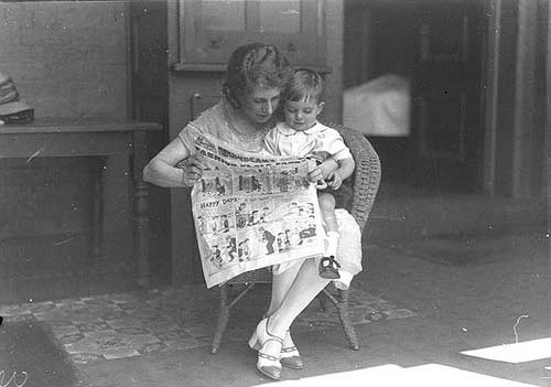 old timey comic readers